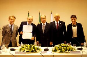Umberto ECO recebe título de doutor Honoris Causa  da UFRGS em 2014