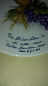 PRATO EM HOMENAGEM AO NATALÍCIO DE PADRE ADILSON SILVA - BEL PORCELANAS